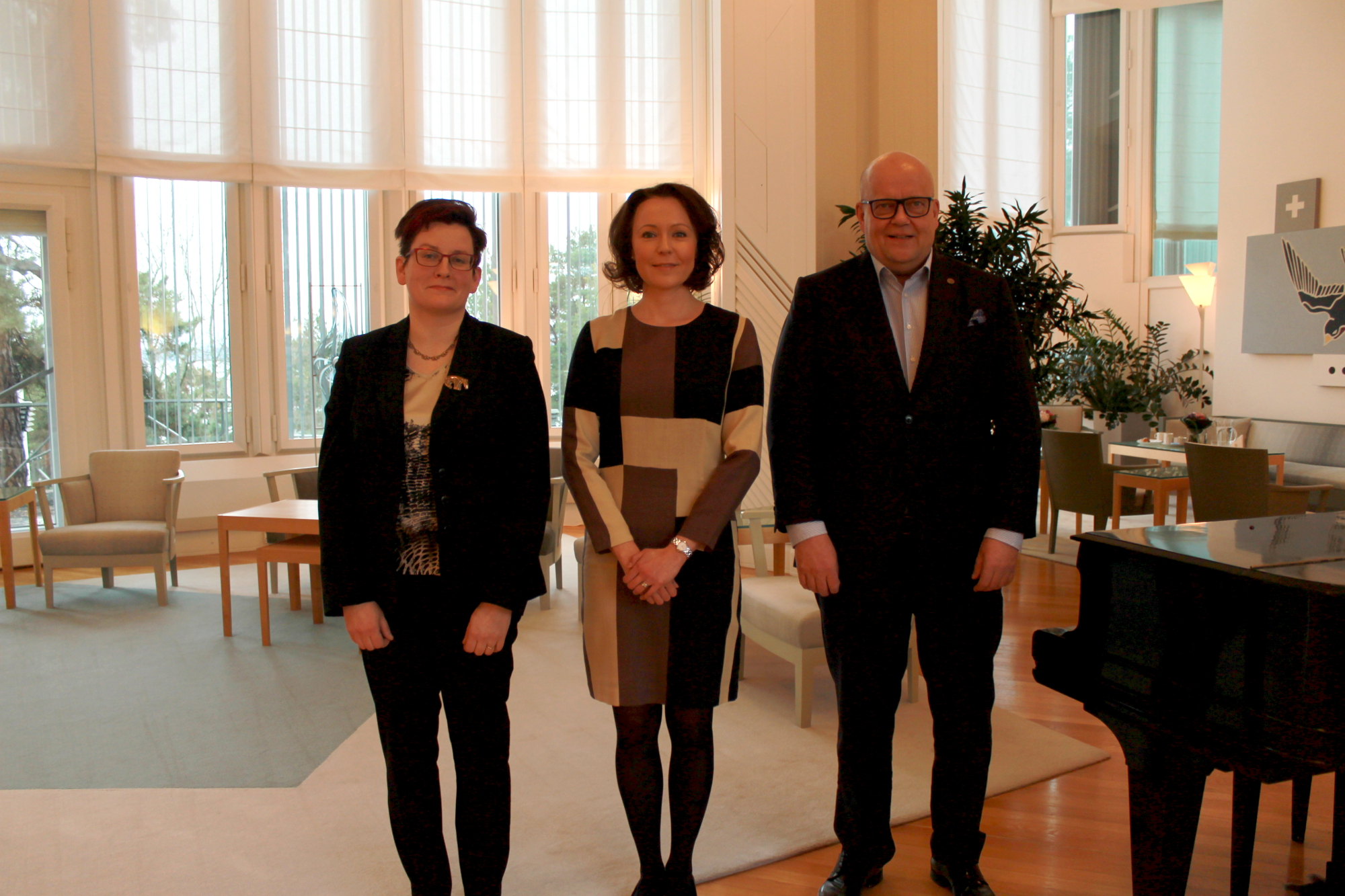 Ulla Konkarikoski, Jenni Haukio and Pekka Lapinleimu met in the President's official residence called Mäntyniemi.